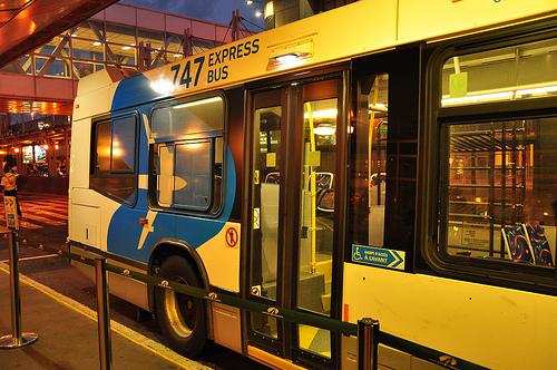 モントリオール空港アクセスガイド。安くて便利な747系統バスとタクシーの使いどころを検証