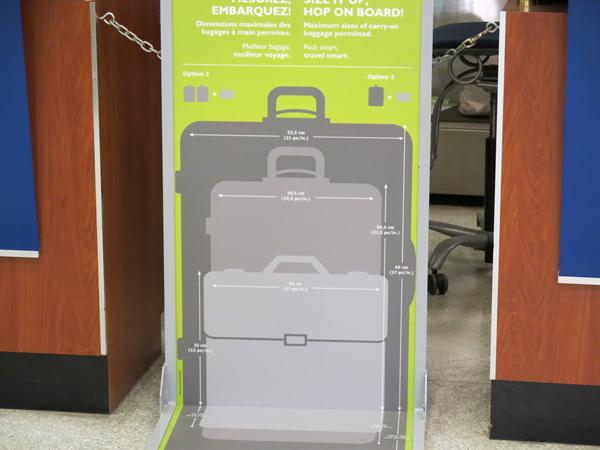持ち込み荷物のサイズ確認用の看板