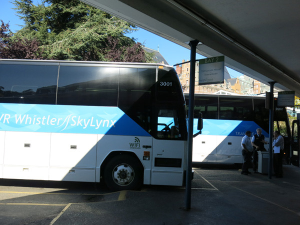 ビクトリア・バスステーション停車中のパシフィックコーチラインのバス。