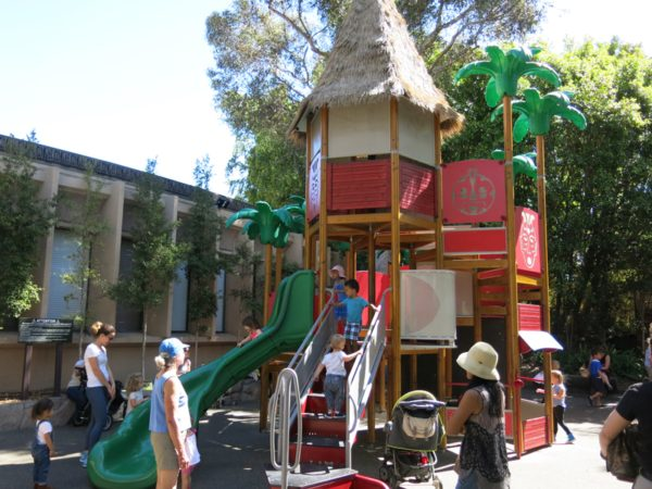 わざわざ、サンディエゴ動物園まで来て、こんな公園で遊ばなくても良いと思うのですが、子供はお構いなし。