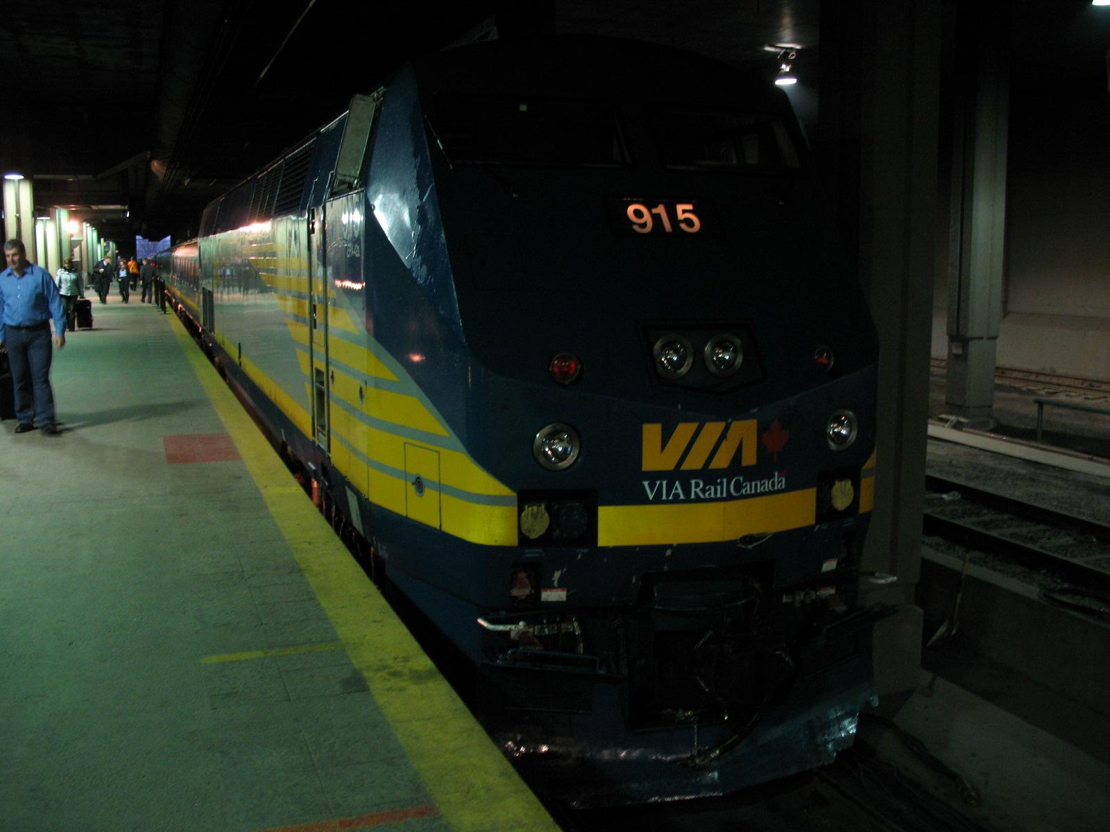 VIA鉄道の一部列車が減便に!バンクーバー~ジャスパーのカナディアン号や東部紅葉ツアーに使用されるコリドー号への影響は?