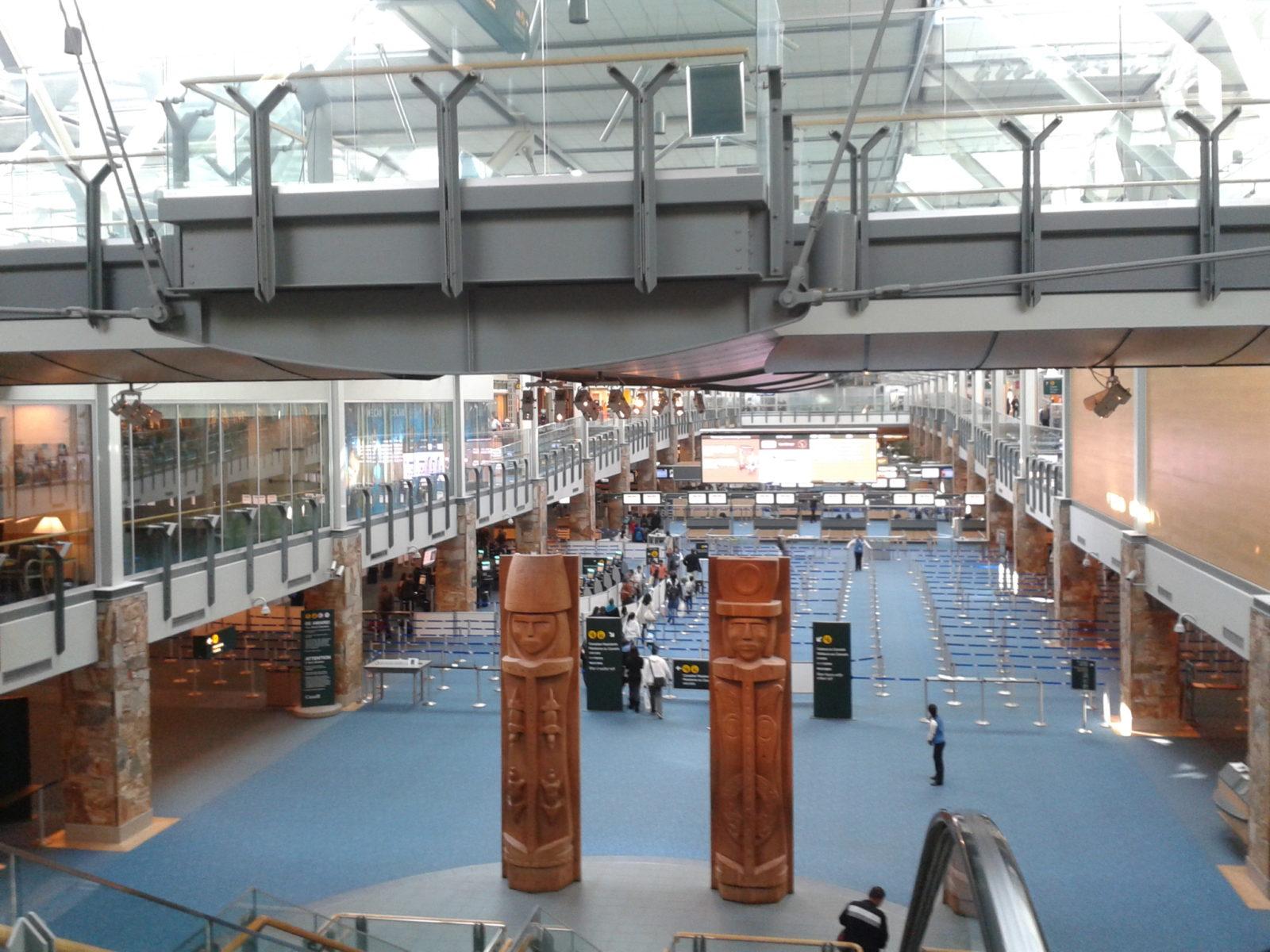 バンクーバー空港国際線到着から入国審査、税関までの流れを画像で説明。添乗員無しのツアーでもこれでばっちり!