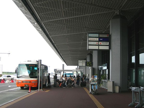 Limousine Bus at Narita Airport South Wing (C) Rsa