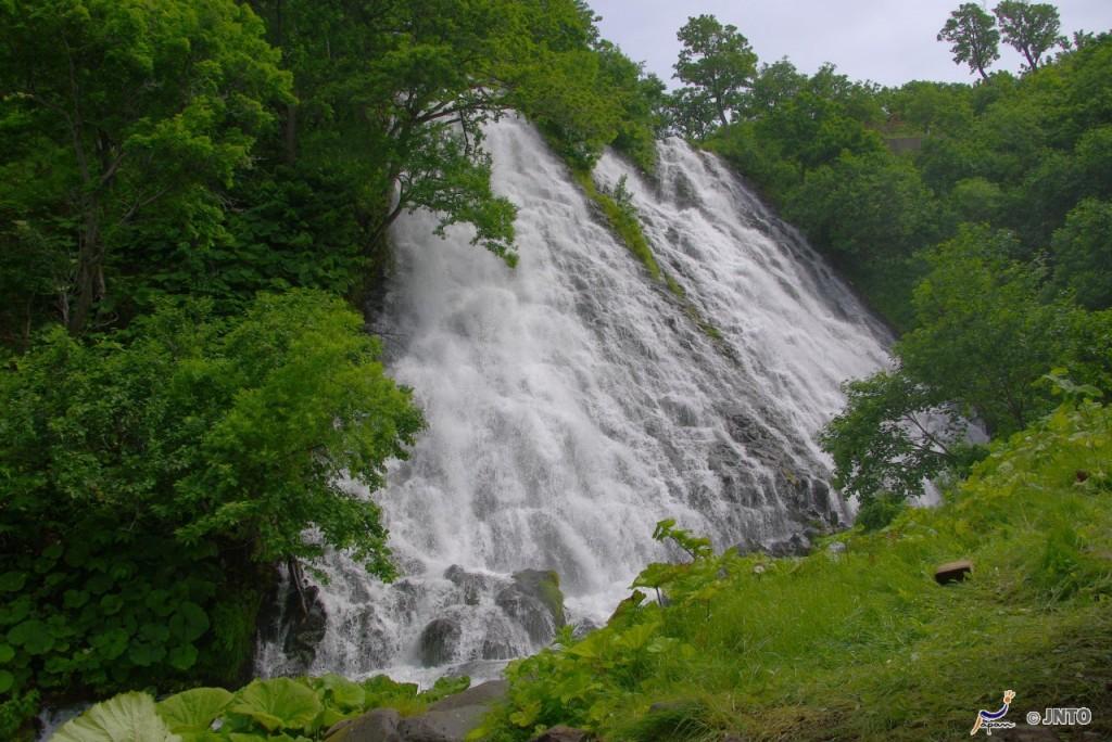 Oshinkoshin Falls ©Yasufumi Nishi/© JNTO