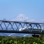 Tokaido Shinkansen and Mt. Fuji ©Akira Okada/©JNTO