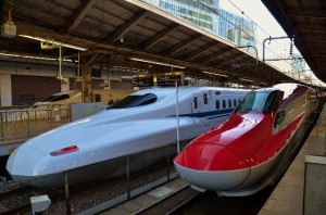 Newer E6 series (red color fleet) at Tokyo station (C) James Chuang