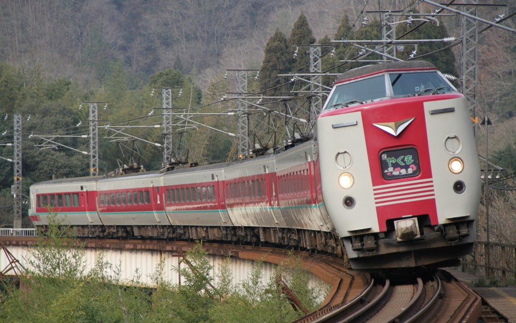 Limited express Yakumo by JR West 381 series.