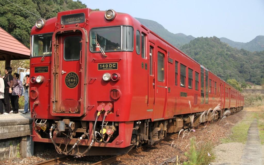 Izaburo / Shinpei are mostly operated by restored KIHA 147 series. (C) Sonic Rail Garden