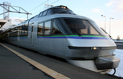 KIHA183 Crystal Express is one of the trains to use for Tomamu-Sahoro Express trains. (C) Sonic Rail Garden