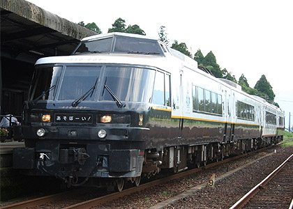 Limited Express Aso Boy run as seasonal operation due to closure on regular route. (C) Sonic Rail Garden