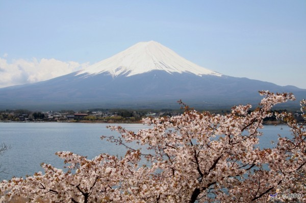 Kawaguchiko (Lake Kawaguchi) can be accessed bvy this pass ©Akira Okada/©JNTO