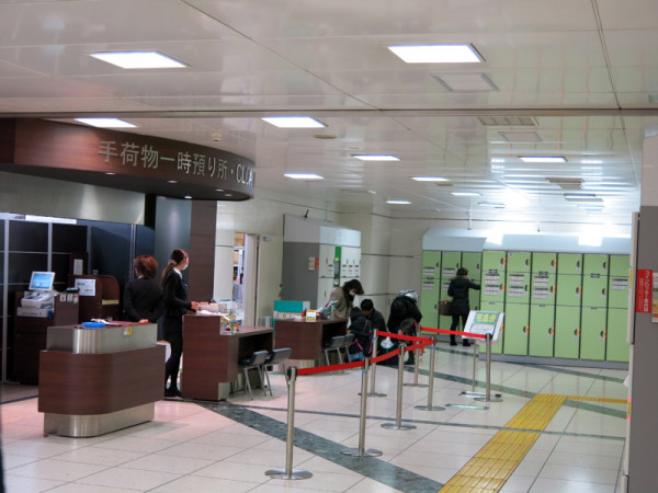 Temporary storage of hand luggage and coin lockers in Tokyo station
