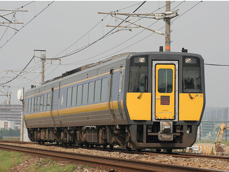 Super Inaba is operated by KIHA 187 series. It is usually only two cars in the formation. (C) Mitsuki-2368 - West Japan Railway DC kiha 187 series Super inaba