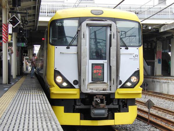 Limited Express Ayame by E257-500 series (C) 800px-JRE_seriesE257_type500_LimitedExpressAyame - E3uematsu