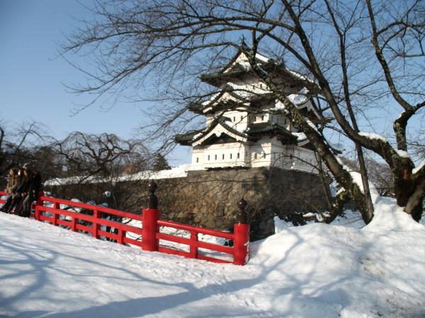 Hirosaki Castle is one of the best spot to see cherry blossom. But when I was there, it was February and was completely white! (C) JP Rail
