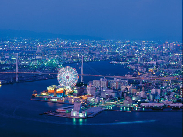 Kaiyukan is located in this Tenpozan waterfront area. ©Osaka Government Tourism Bureau/©JNTO