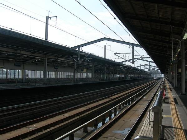 Shinkansen tracks and platforms of Utsunomiya station (C) 宇都宮駅新幹線ホーム-Rsa