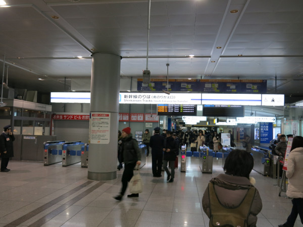 Tokaido Shinkansen south transfer gate (C) JP Rail