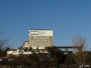 Under restoration work, Himeji castle was covered. But now it was removed and the exterior can be seen. (C) JNTO