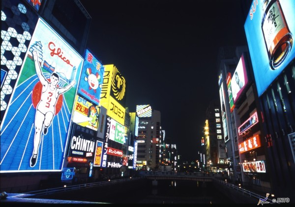 Dotonbori is very popular place to eat and shop near Namba. ©Osaka Convention & Tourism Bureau/©JNTO