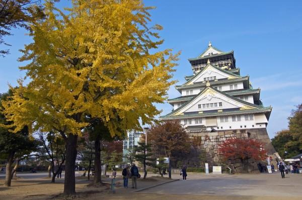 Osaka castle is very accessible. ©Osaka Government Tourism Bureau/©JNTO