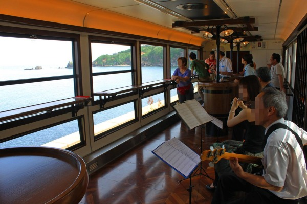 You can enjoy Jazz performance and great view of Sea of Japan on board. (C) James Chuang