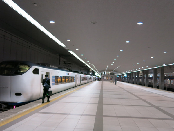 Limited Express Haruka connects Kansai airport and Kyoto via Tennoji and Shin-Osaka.