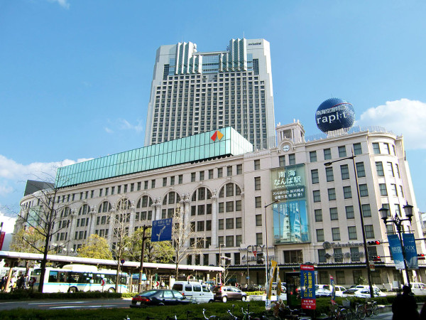 Nankai Namba station building (C) By Own work (Own work) [GFDL (http://www.gnu.org/copyleft/fdl.html) or CC BY-SA 3.0 (http://creativecommons.org/licenses/by-sa/3.0)], via Wikimedia Commons
