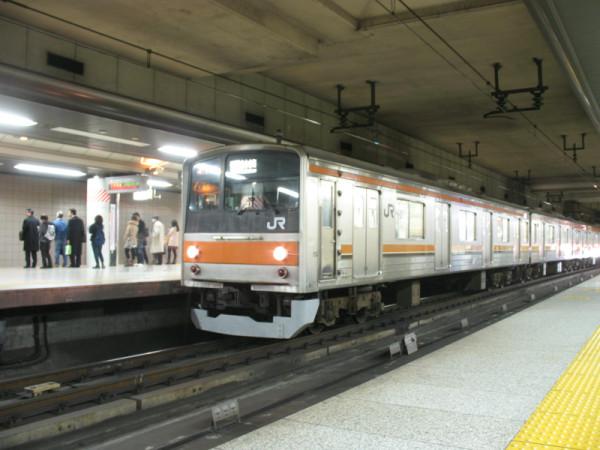 Keiyo line train depart/arrive at Keiyo underground platform in Tokyo station. It is totally different place from Sobu platform (Narita Express).