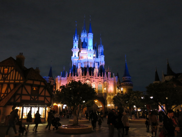 Cinderella castle is the icon of Tokyo Disneyland.