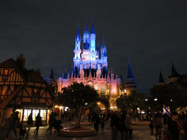Cinderella castle is the icon of Tokyo Disneyland.