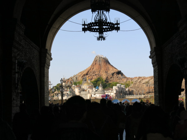 Volcano is the icon of Tokyo DisneySea.