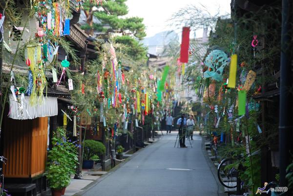 Tanabata festival decoration in Takayama ©Y.Shimizu/©JNTO
