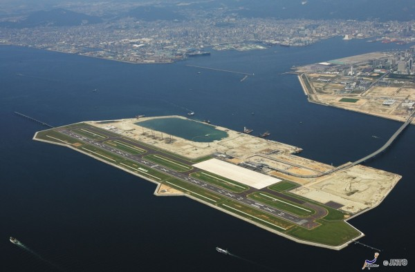 Aerial shot of Kobe airport (C) Kobe Convention & Visitors Association/ (C) JNTO