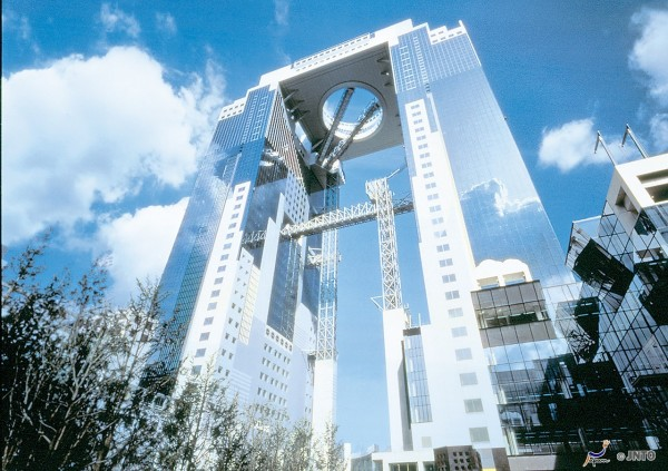 Umeda Sky Building is very popular in these days. (C) JNTO