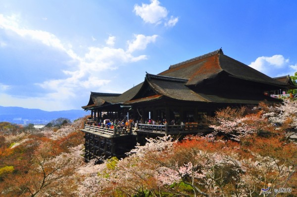 Kiyomizu-dera temple is ne of most famous spots in Kyoto.