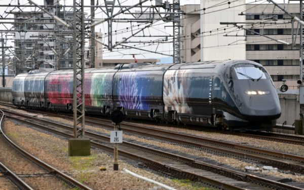 Genbi Shinkansen that runs between Echigo-Yuzawa and Niigata is called the world fastest art gallery.