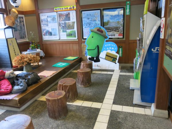 Yamadera station waiting room