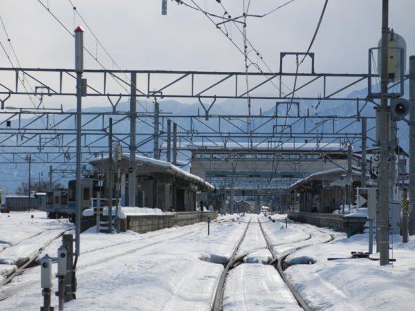 Shinano-Omachi station has two platforms and 2 tracks.