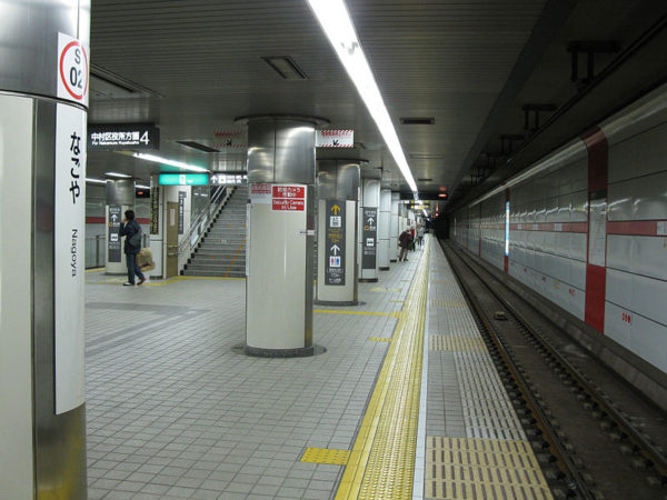 Saura-Dori line Nagoya station. (C) LERK , Nagoya-subway-S02-Nagoya-station-platform-20100315.jpg, CC BY-SA 3.0 , CC BY-SA 2.1 jp, CC BY 3.0 , via Wikimedia Commons