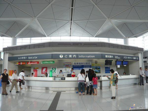 Tourist Information Desk in Access Plaza (C) Y Shimizu / JNTO