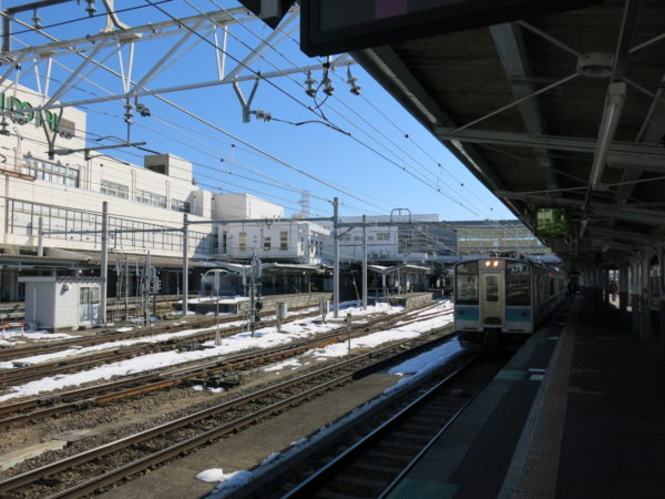 Matsumoto station platforms from track #6. The train in the photo is Oito line local train.