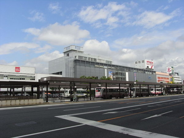 Overview of Hiroshima station south side (C) Taisyo [GFDL, CC-BY-SA-3.0 or CC BY-SA 2.1 jp ], via Wikimedia Commons
