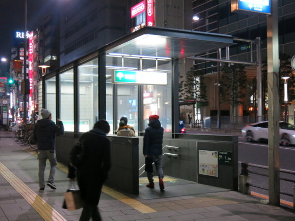 B2 entrance is located just in front of JR Hamamtsucho station North gate.
